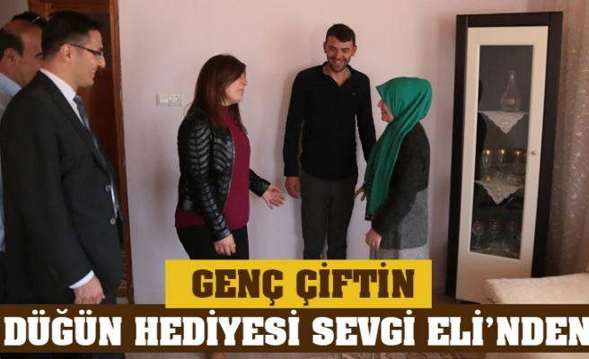 GENÇ ÇİFTİN DÜĞÜN HEDİYESİ SEVGİ ELİ'NDEN